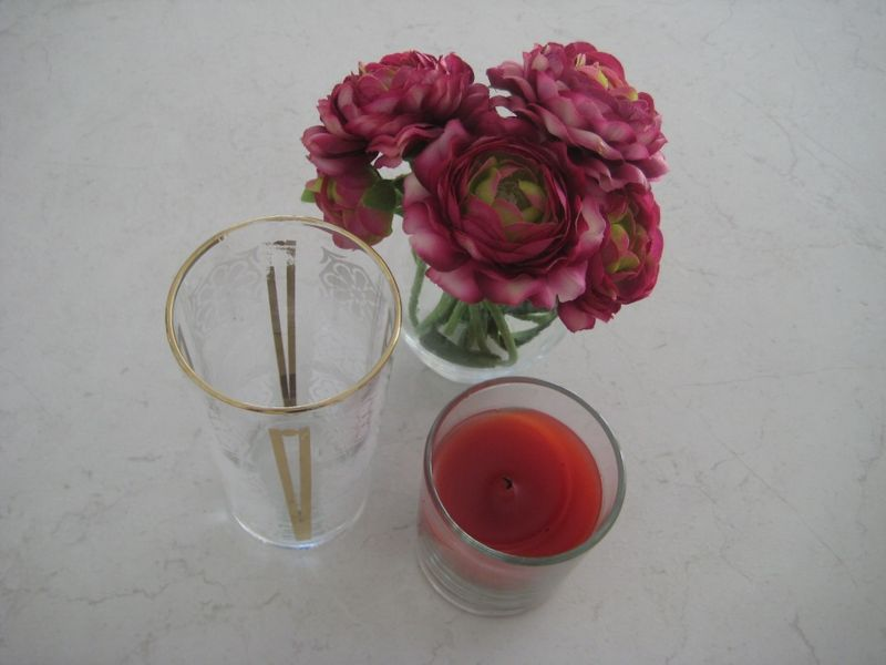 Glass_candle_flowers